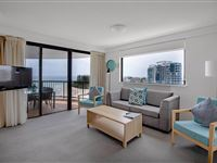 3 Bedroom Apartment - Mantra Coolangatta Beach